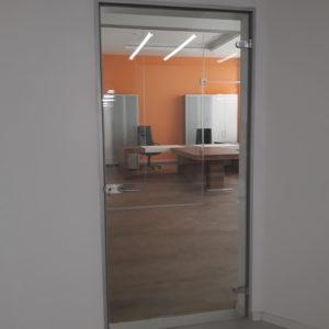 Дверь в алюминиевой коробке АКМА1