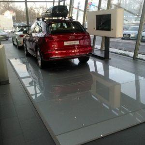 Стеклянный пол Audi центр1