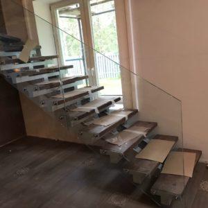 Стеклянное ограждение лестницы Бернгардовка4